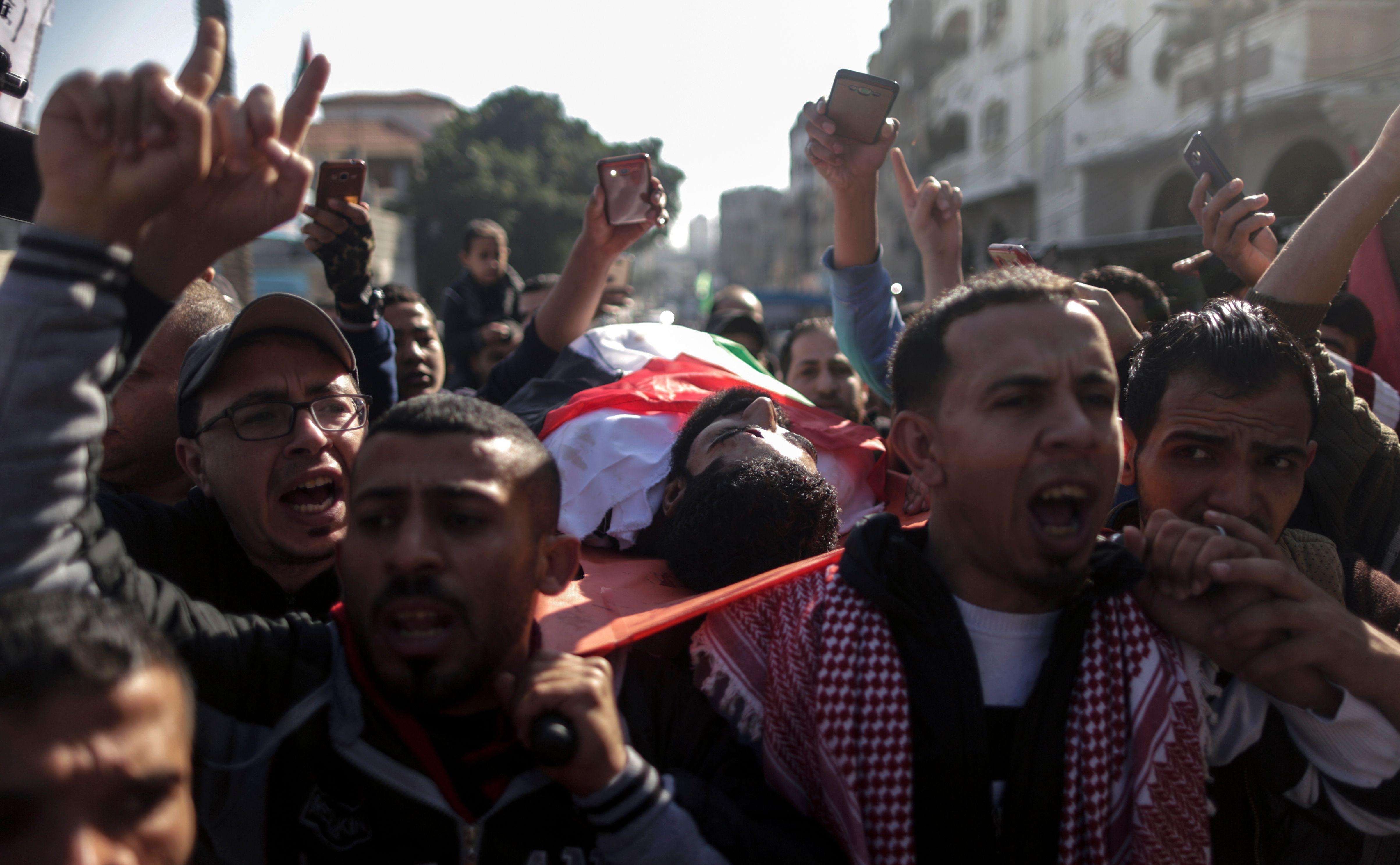 هتافات خلال تشييع جثمان الشهيد إبراهيم أبو ثريا