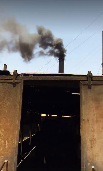 الأدخنة-السوداء-تتصاعد-من-أحد-المحارق