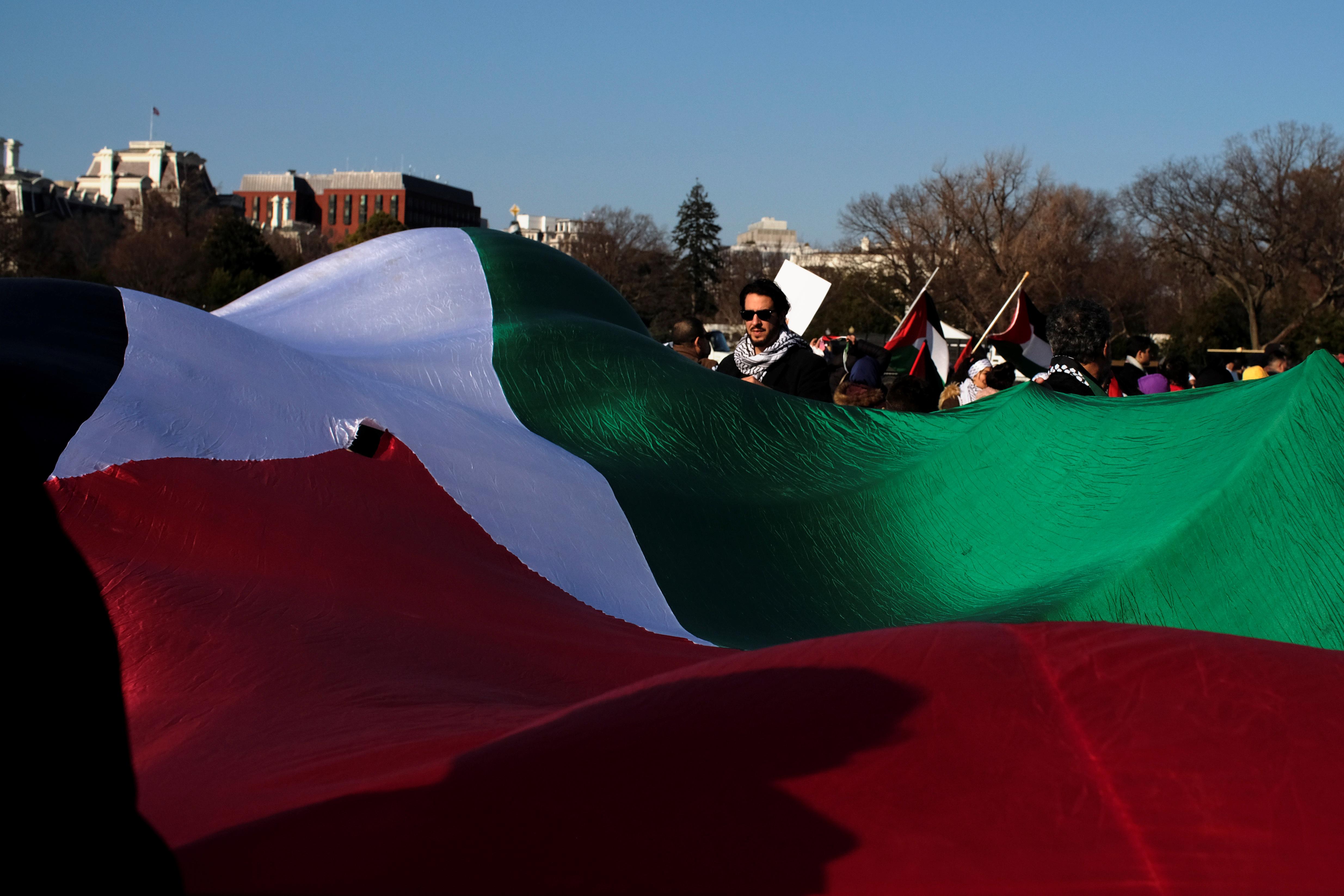 علم فلسطين قرب البيت الأبيض