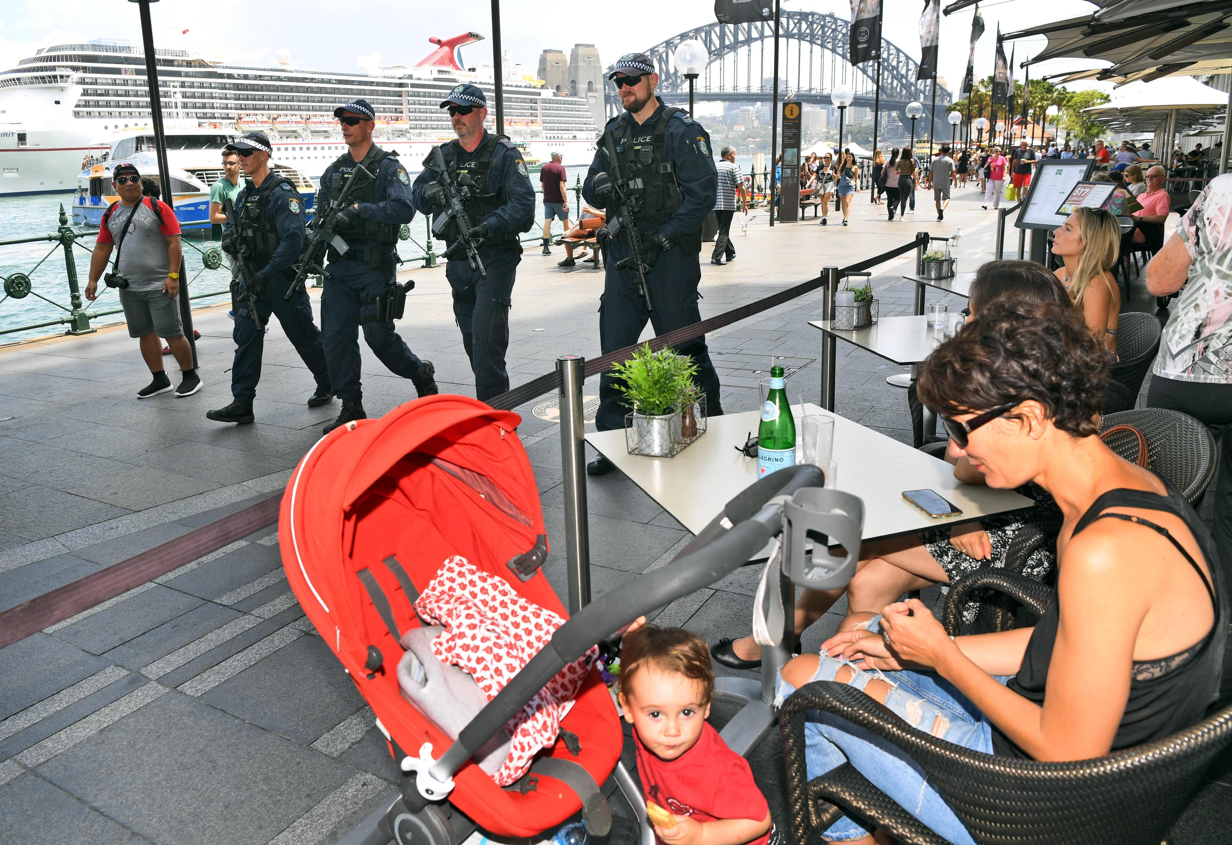 مرور الشرطة في الشوارع