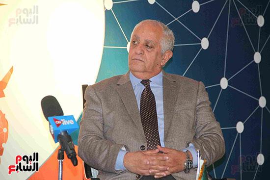 صور مؤتمر العلاقات العامة الجلسة الثانية  (9)