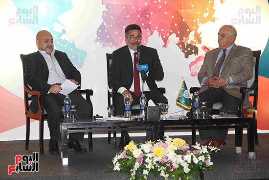 صور مؤتمر العلاقات العامة الجلسة الثانية  (4)