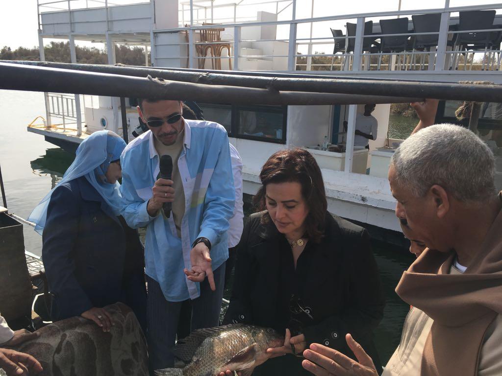 جانب من زيارة الدكتورة منى  محرز لأسوان (4)