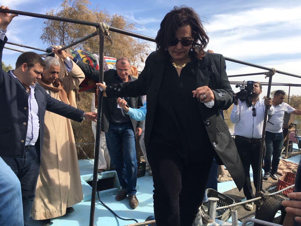 الدكتورة منى محرز تزور بحيرة السد العالى  (5)