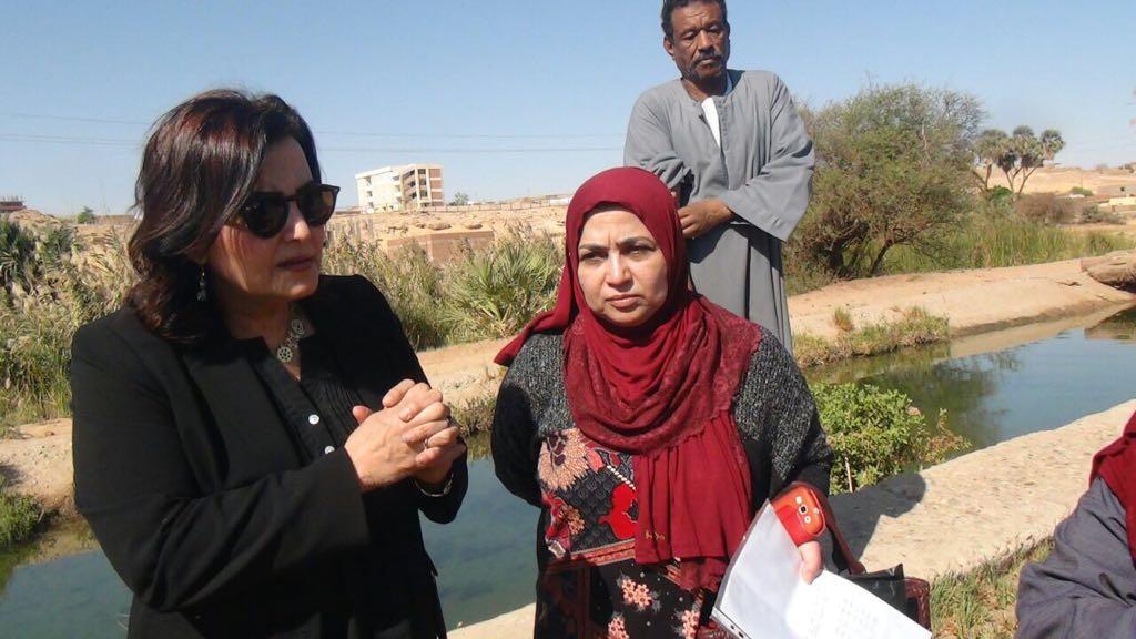 الدكتورة منى محرز تزور بحيرة السد العالى  (4)