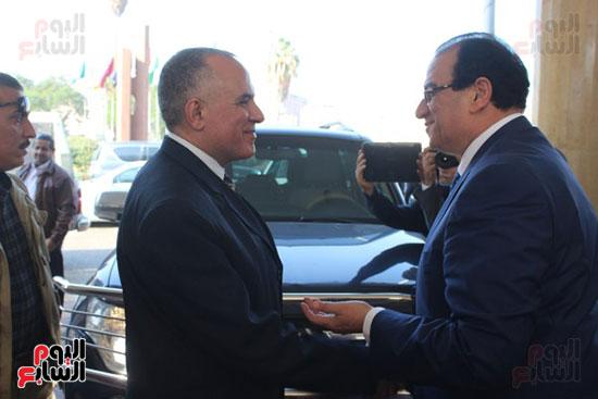 صور..محمد عبد العاطى وزير الموارد المائية والرى (4)