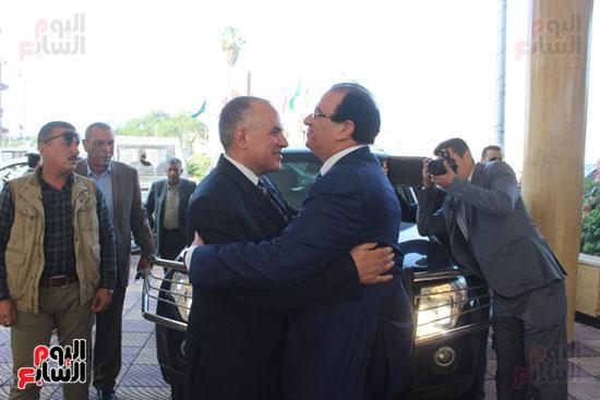 صور..محمد عبد العاطى وزير الموارد المائية والرى (2)