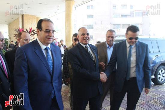صور..محمد عبد العاطى وزير الموارد المائية والرى (1)