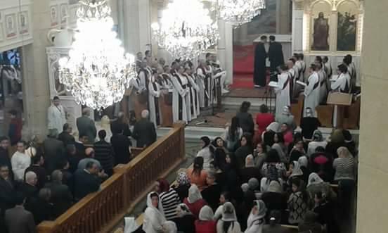 المئات يحضرون أول قداس بكنيسة مارجرجس  (4)