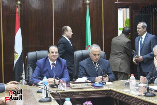 صور..محمد عبد العاطى وزير الموارد المائية والرى (9)