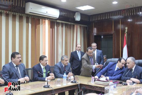 صور..محمد عبد العاطى وزير الموارد المائية والرى (10)