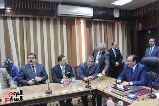 صور..محمد عبد العاطى وزير الموارد المائية والرى (11)