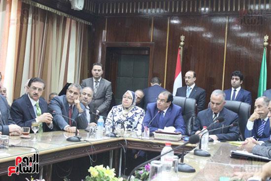 صور..محمد عبد العاطى وزير الموارد المائية والرى (13)