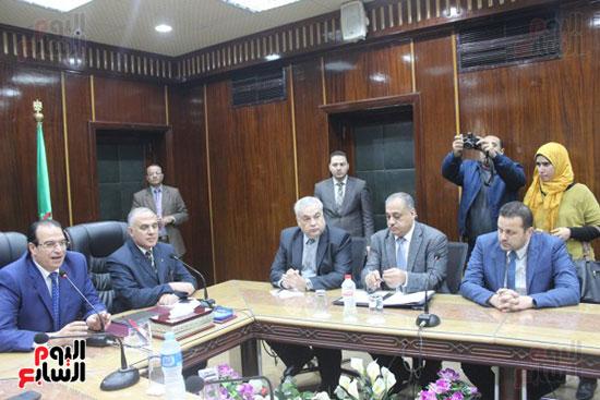 صور..محمد عبد العاطى وزير الموارد المائية والرى (12)