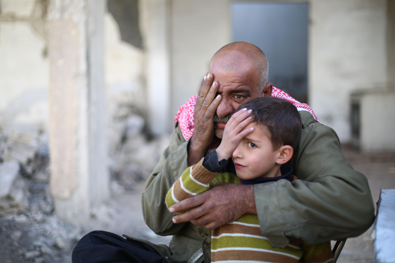 طفل ورجل يتضامنان مع الحملة
