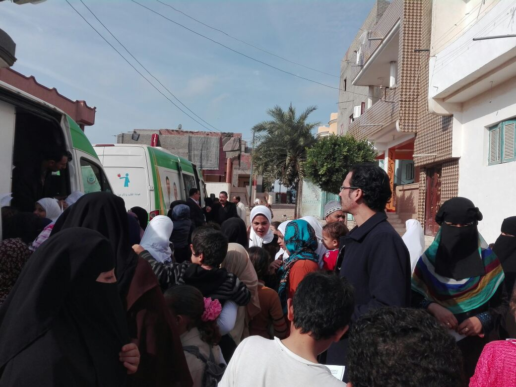 التوافد على اجراء الكشف الطبي بقوافل مستقبل وطن كفر الشيخ