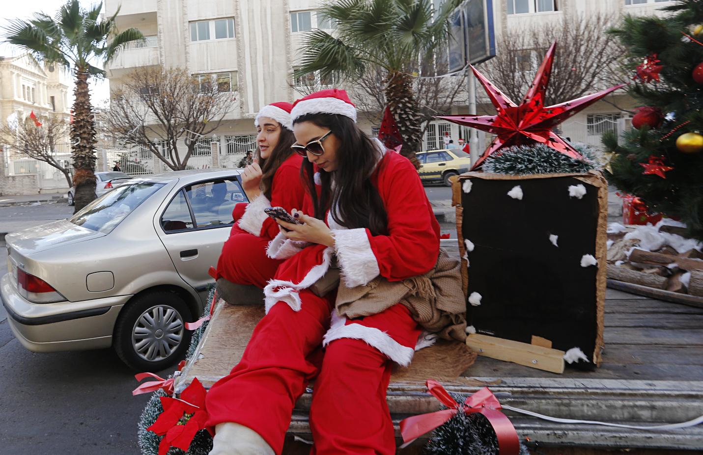 المواطنون السوريون يحتفلون بعيد الميلاد