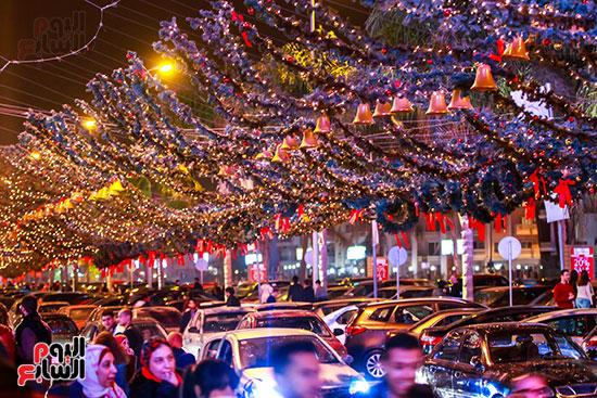 شارع محمد نجيب يتزين للكريسماس