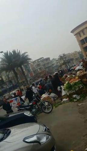 انتشار الباعة بالحى الاول بمدينة العبور بشكل عشوائى