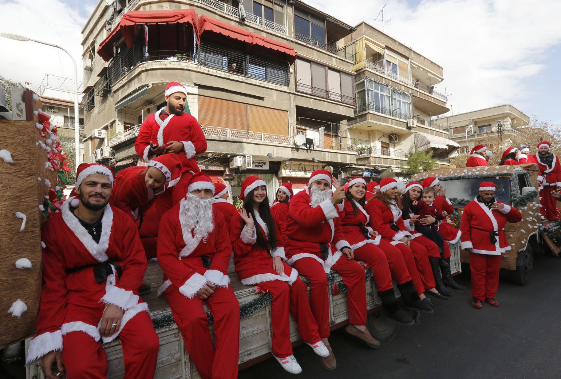 جانب من احتفالات المواطنون السوريون