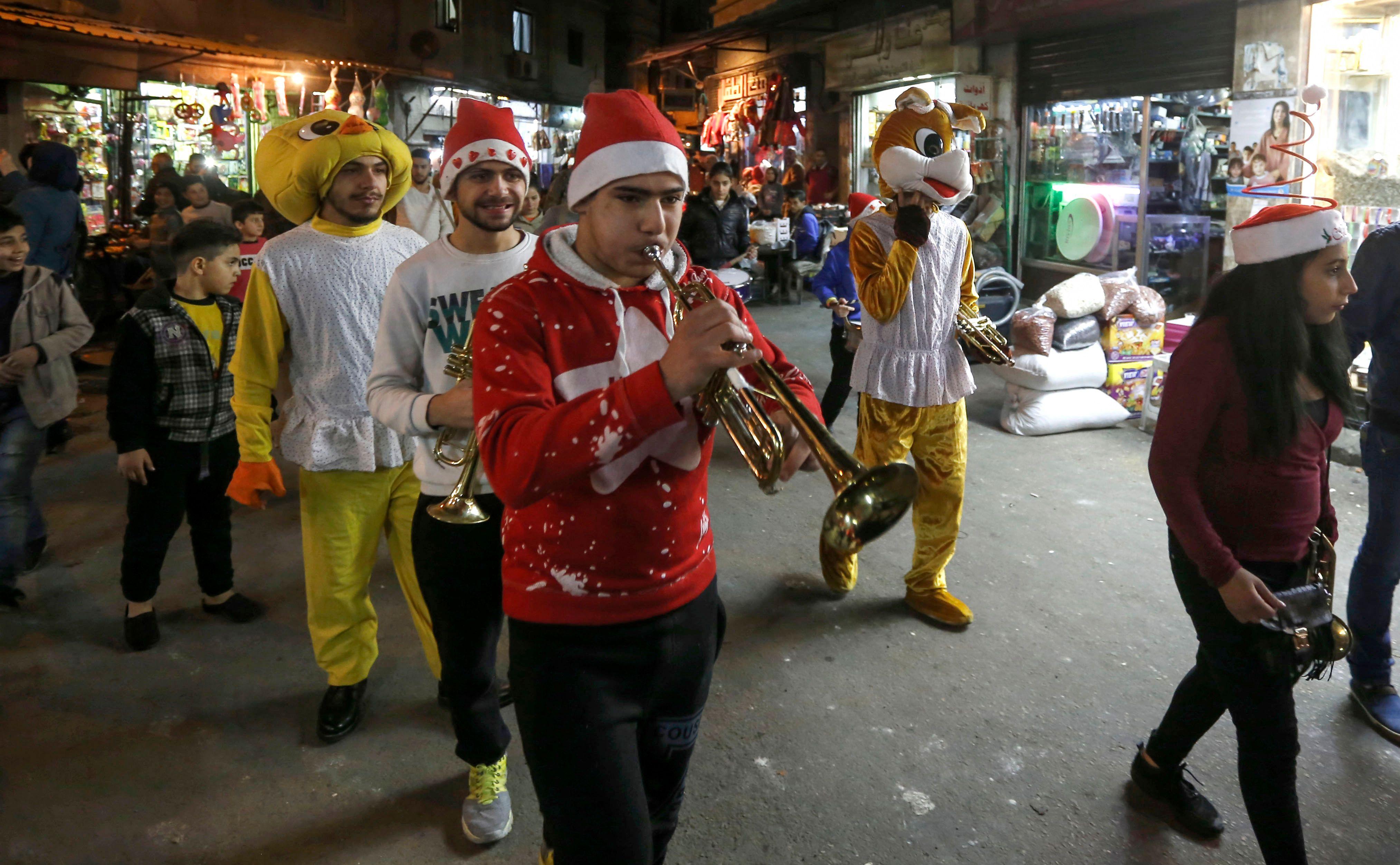 جانب من الاحتفالات فى شوارع دمشق