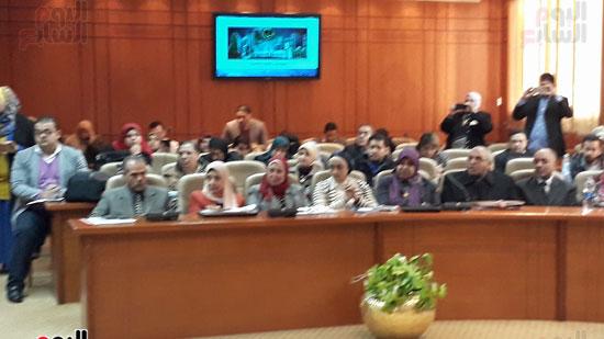 الحضور خلال الاجتماع