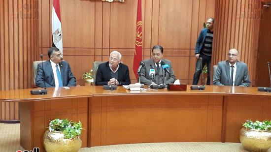 اجتماع وزير الصحة مع محافظ بورسعيد وقيادات التأمين الصحى