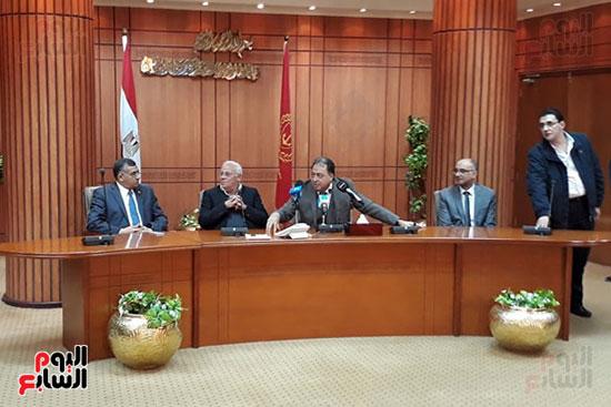 منصة قاعة المجلس التنفيذى ببورسعيد