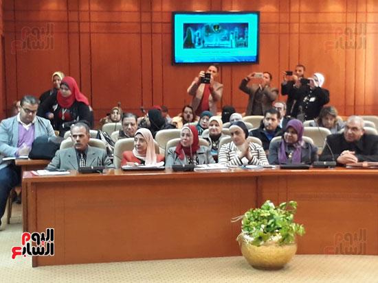 الحضور فى اجتماع مناقشة استعدادات تنفيذ قانون التأمين الصحى