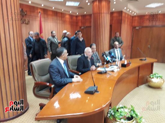 وزير الصحة خلال الاجتماع