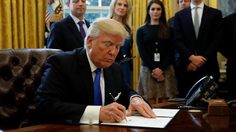توقيع ترامب علي قرار