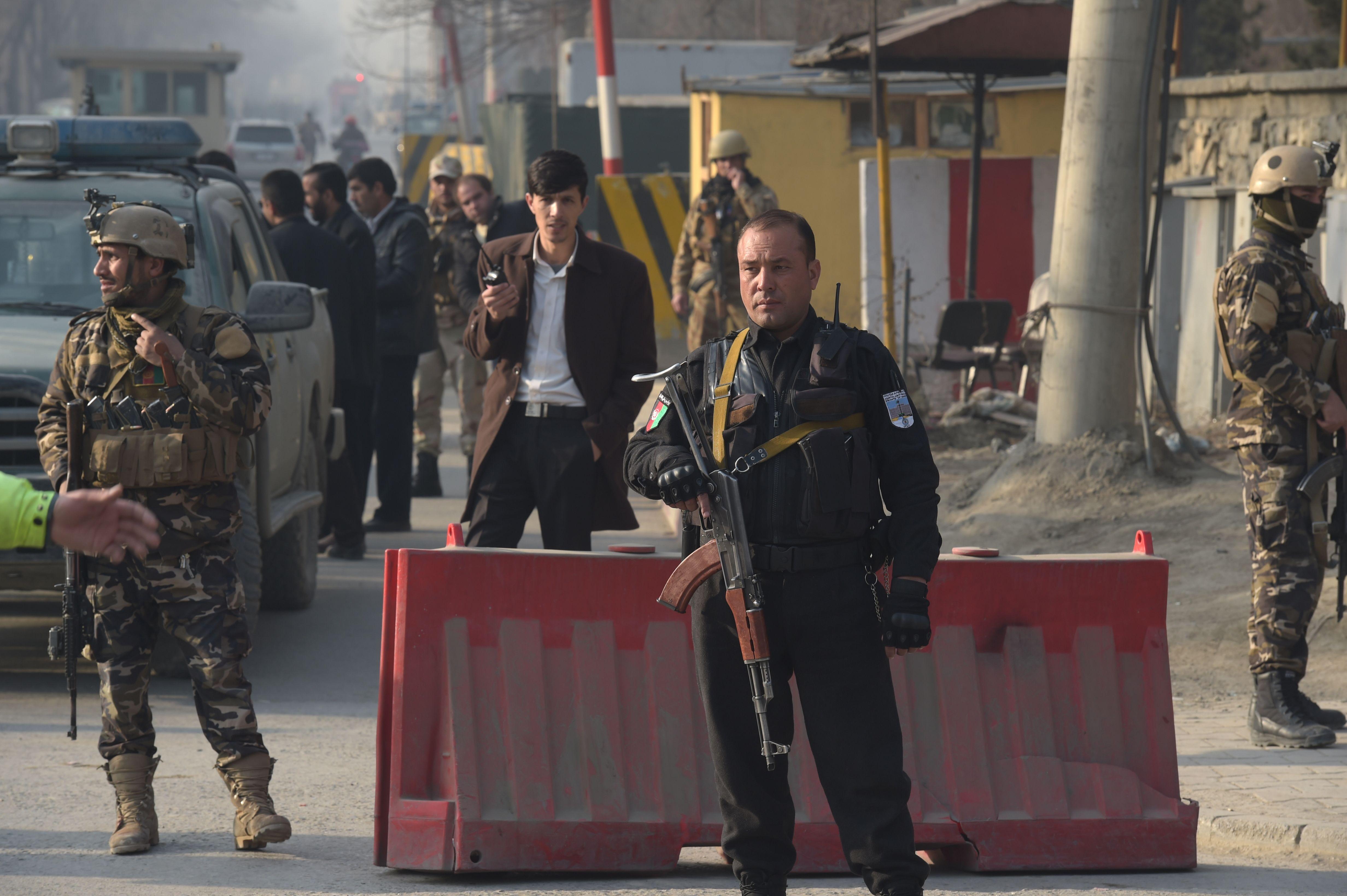 انتشار قوات الأمن الأفغانى بمحيط الانفجار وبمحيط مكتب المخابرات