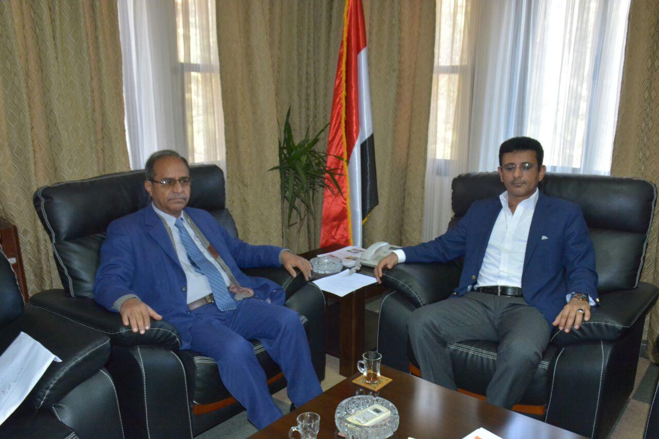 السفير اليمنى مع الدكتور عبد الرحمن بسلامة وزير التعليم العالى اليمنى
