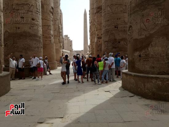 السياح يتوافدون على معابد الاقصر