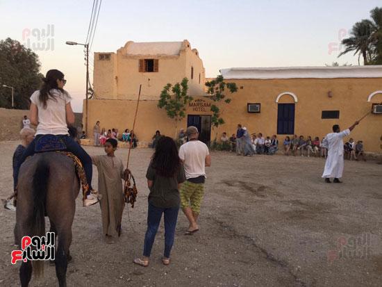 استمتاع السياح الاجانب فى محافظة الاقصر
