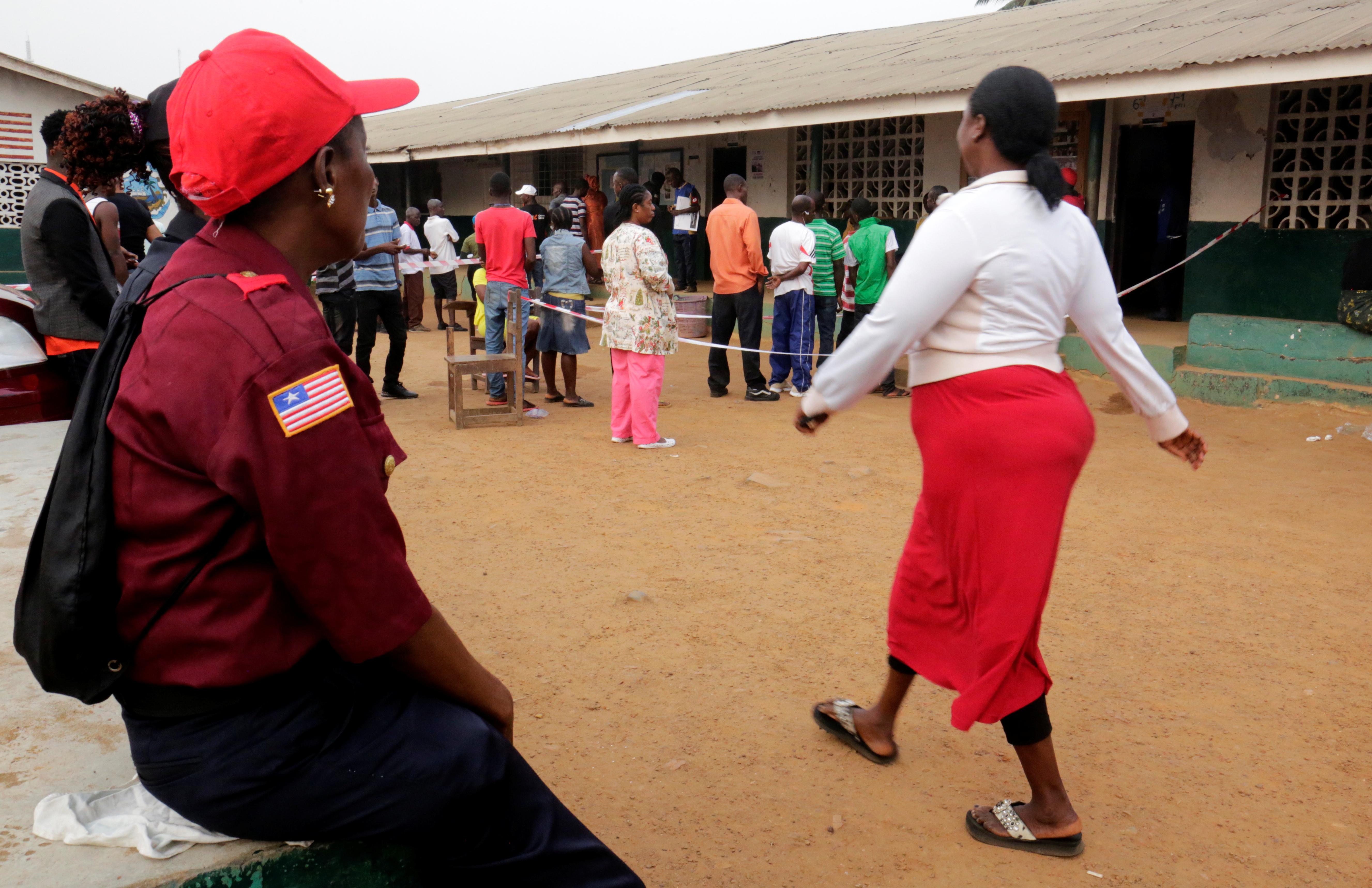 توافد مواطنو ليبيريا