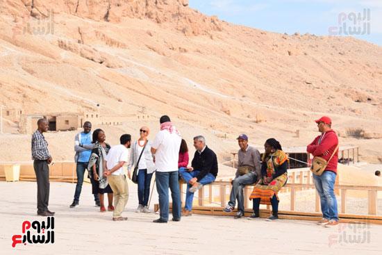 جانب من زيارة السائحين للمعالم الاثرية بمصر