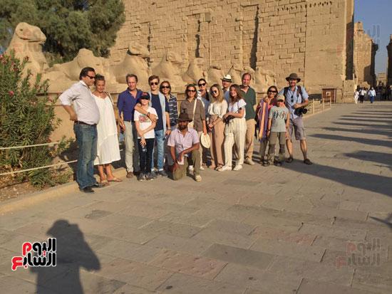 زيارة السياح لمعابد الكرنك بالاقصر