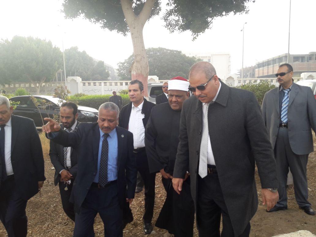 شومان والمحرصاوى يتفقدان فرع جامعة الأزهر بأسيوط (1)