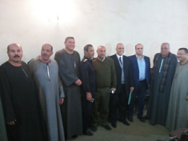 سعادة الحضور بعد صدور الحكم بكفر الشيخ للصلح بين عائلتين