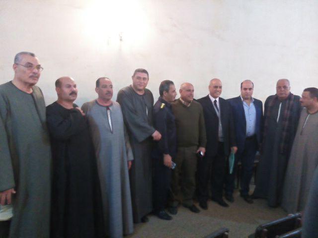 أعضاء اللجنة ورجال الأمن عقب انتهاء الجلسة