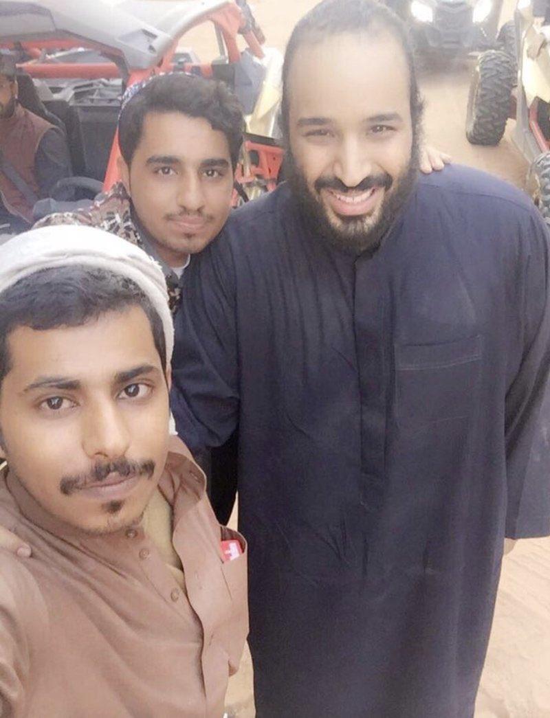 سيلفى محمد بن سلمان مع الشباب