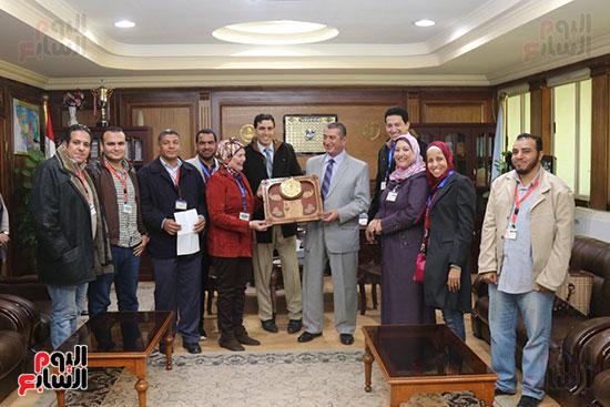 جانب من تكريم محافظ كفر الشيخ للمسئولين عن جمعية مرضى الجزام