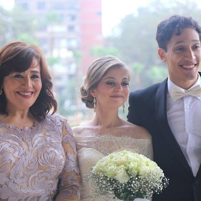 أحمد الحجار وعروسه مع والدته