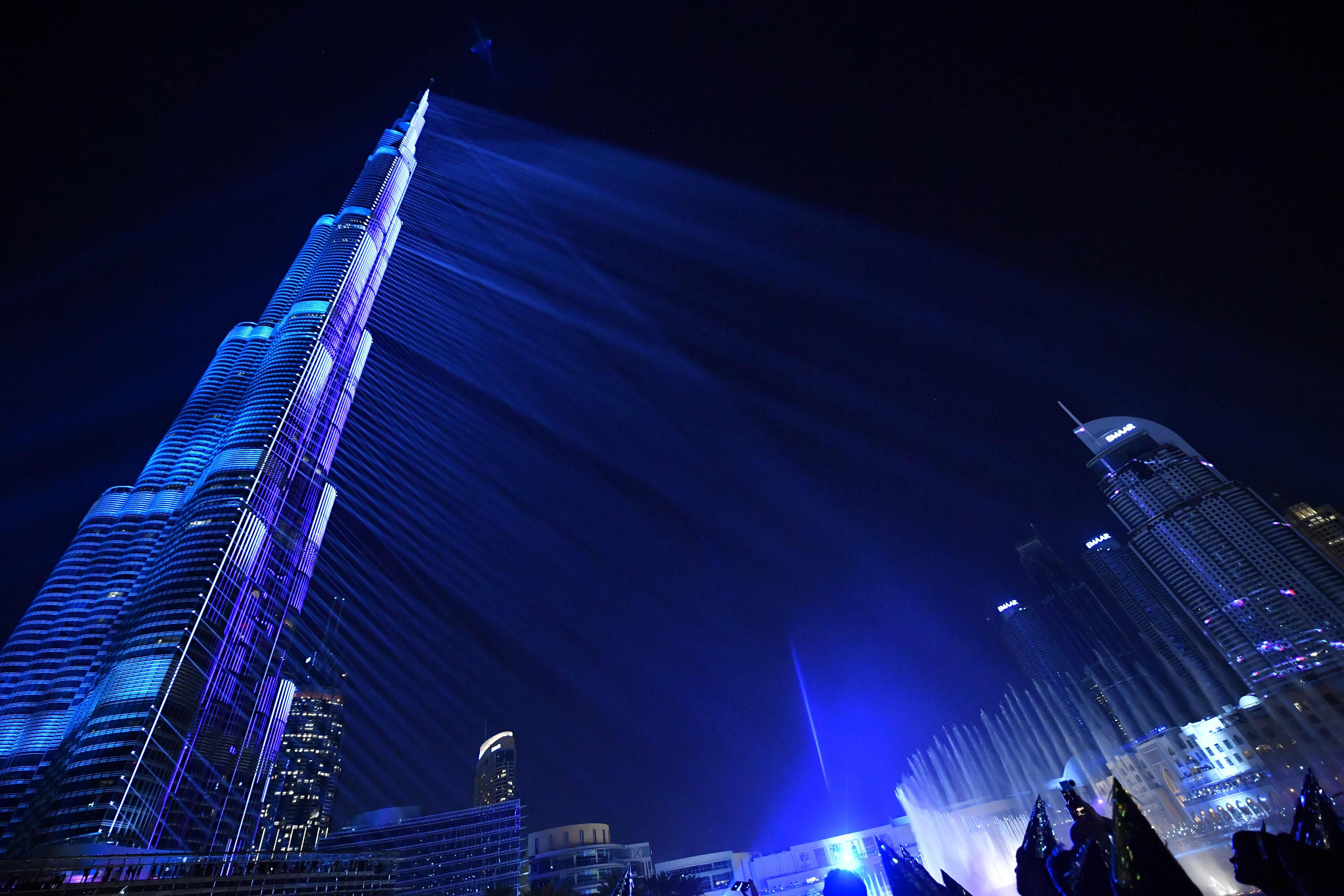 انظار العالم تتجه إلى برج خليفة