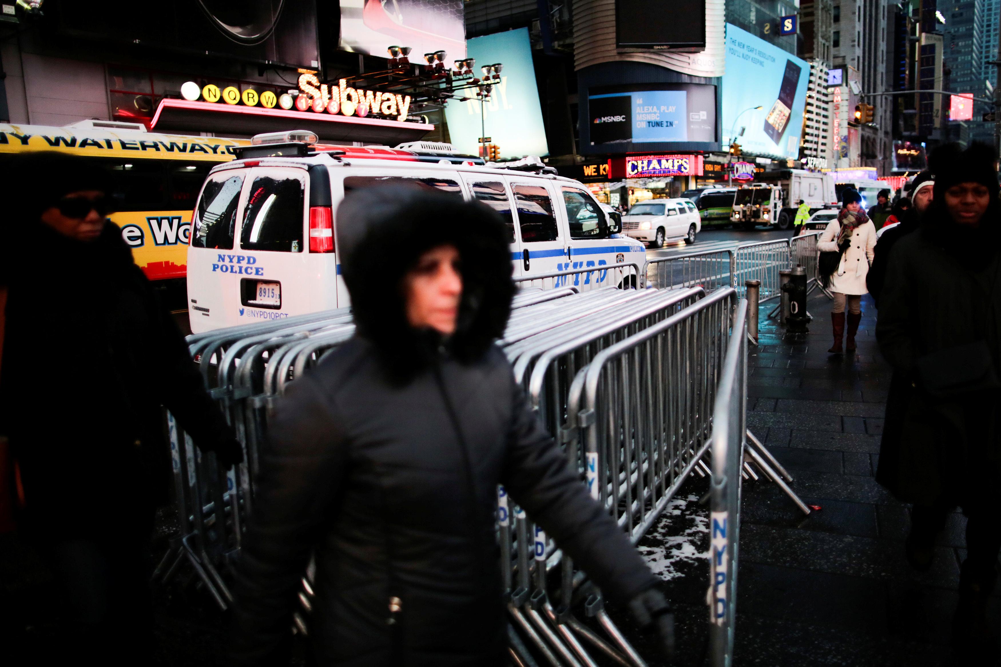 حواجز أمنية فى شوارع نيويورك قبل احتفالات العام الجديد