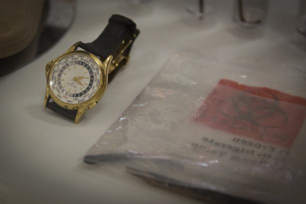 ساعة يد على عبدالله صالح