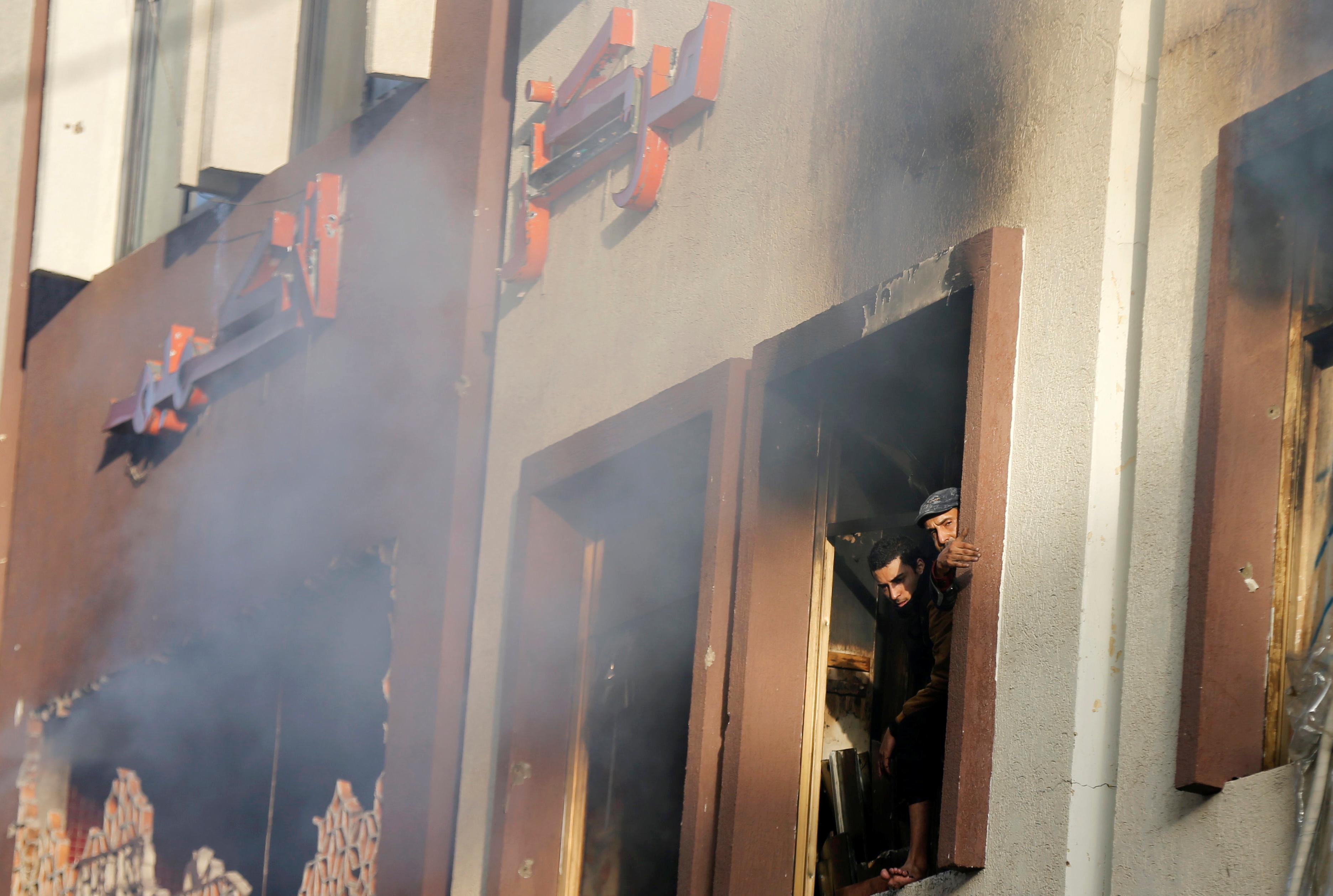 تضرر منزل مجاور لمقر على عبدالله صالح