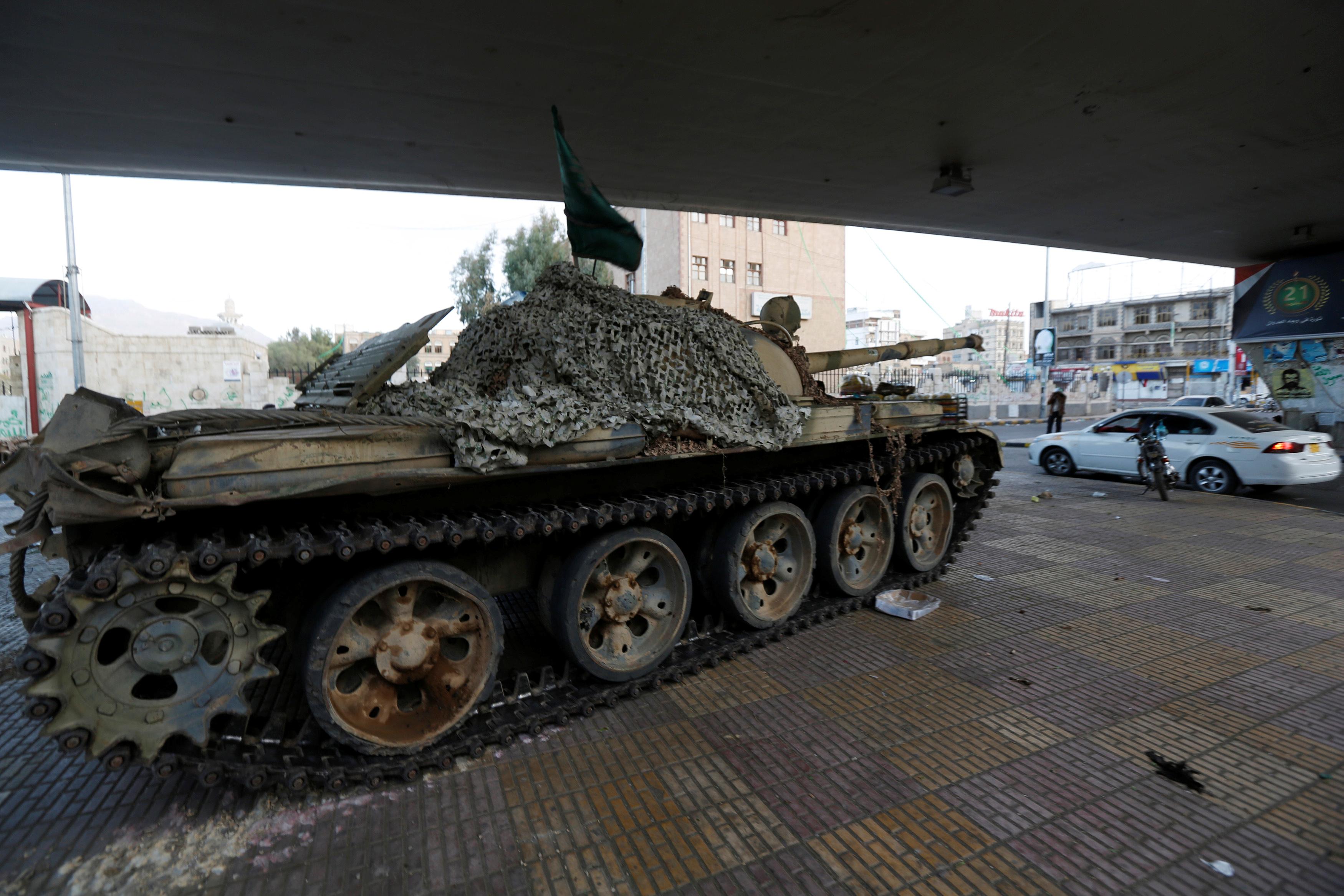 الدبابات الحوثية
