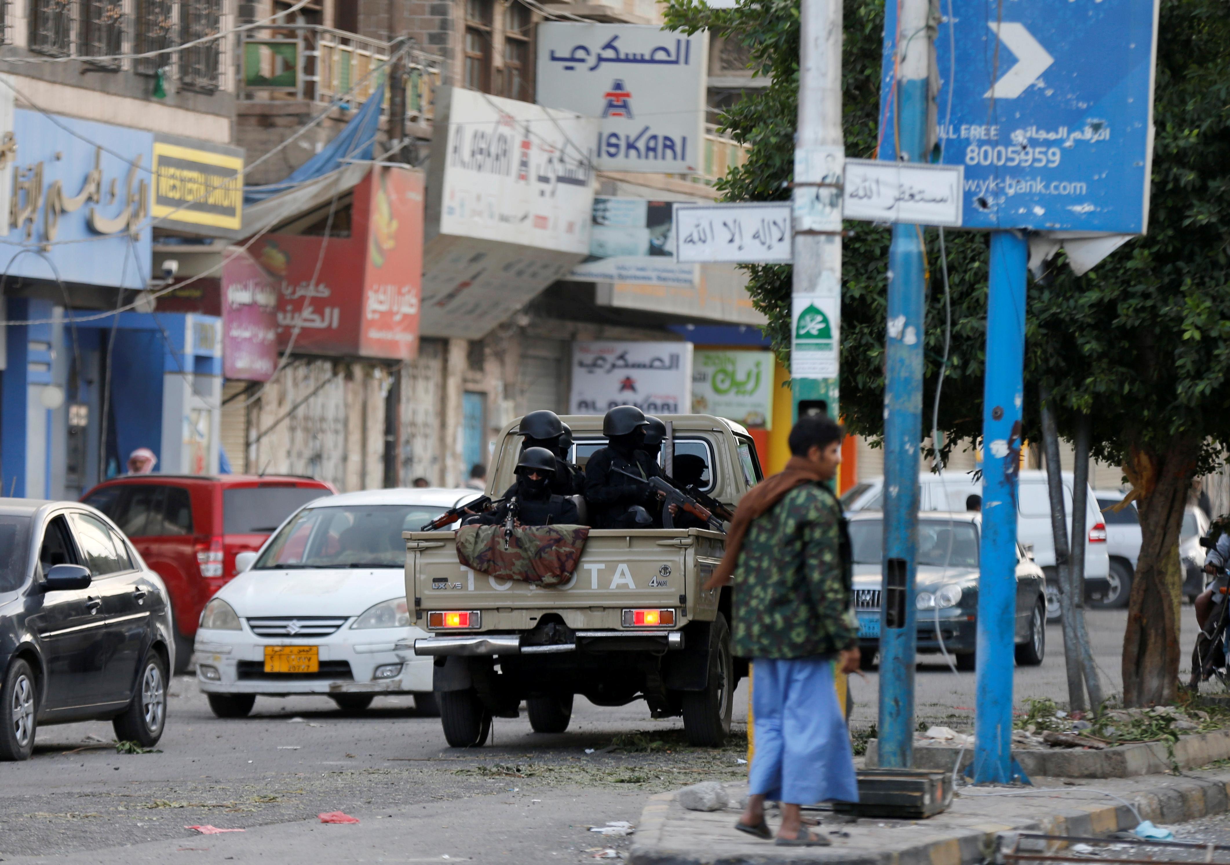 الحوثيون بشوارع صنعاء